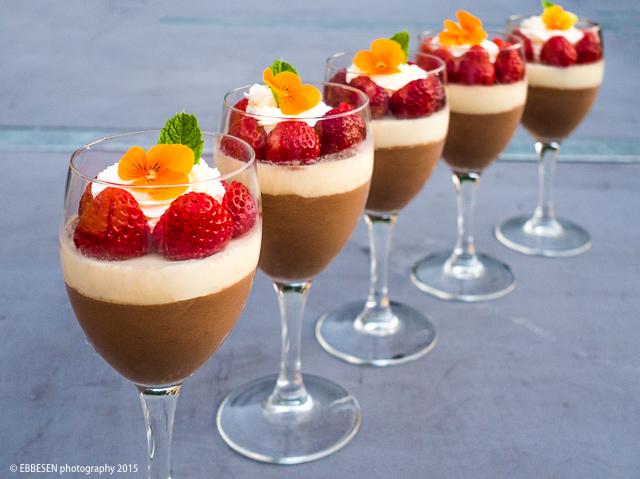 dessert i glas med jordbær