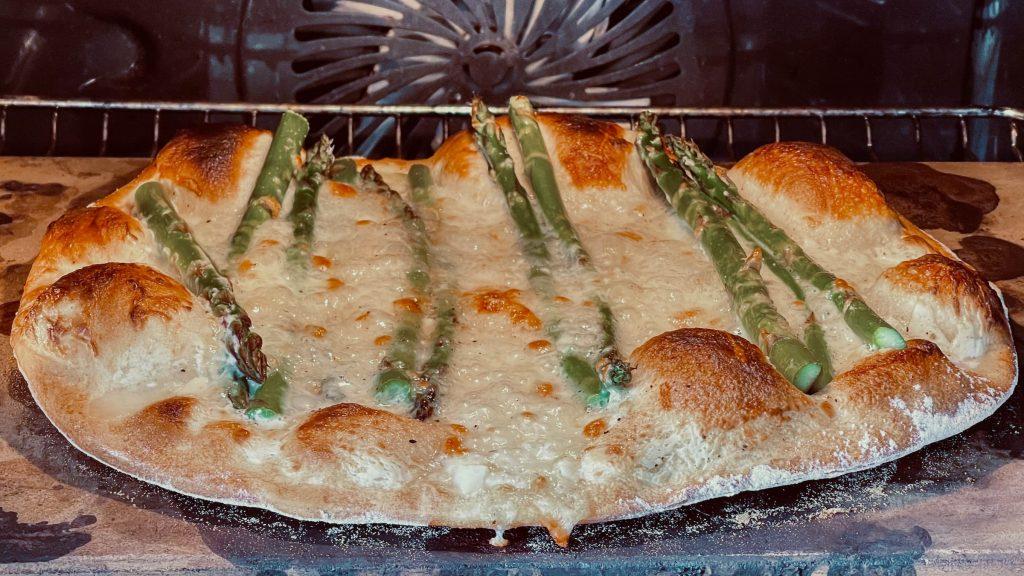 Pizza med gronne asparges 2437
